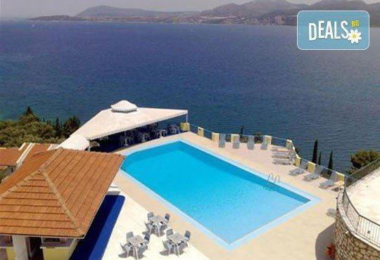 Почивка в период по избор на о. Лефкада, Гърция! 5 нощувки със закуски в Sunrise Hotel 3* и транспорт! - Снимка 4