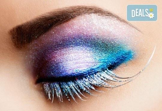 Изкусителен поглед и изразителни очи чрез метода поставяне на мигли косъм по косъм от салон за красота Sassy! - Снимка 1
