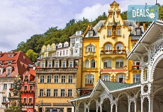 Великден в Прага и Братислава! 4 нощувки със закуски в хотели 4* и 2 вечери, транспорт и екскурзия до замъка Хлубока! - Снимка 2