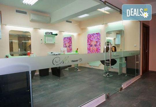 Поглезете се с нов цвят на косата в Салон Мелани! Боядисване с боя на клиента или терапия, подстригване и сешоар - Снимка 8