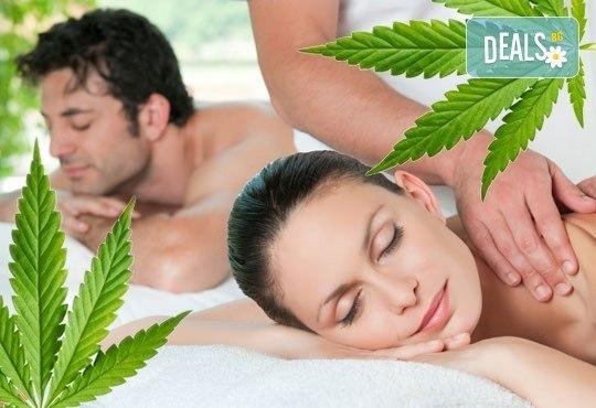 Релакс за Вас и любимия човек! Синхронен масаж за двама с олио от марихуана и ароматерапия в Royal Beauty Center! - Снимка 1
