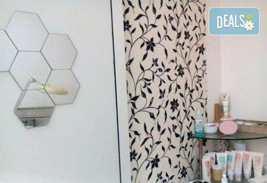 Приковаващ поглед! Поставяне на копринени мигли по технологията ''косъм по косъм'' в салон за красота Феерия! - Снимка 2