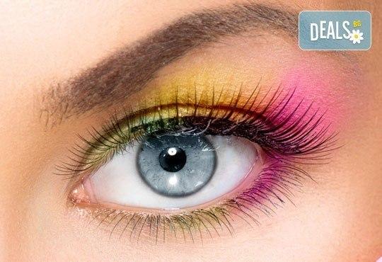 Приковаващ поглед! Поставяне на копринени мигли по технологията ''косъм по косъм'' в салон за красота Феерия! - Снимка 1