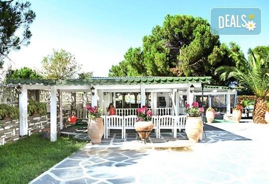Почивайте през юни и септември в хотел Diaporos 3*, Халкидики, Гърция! 3/5/7 нощувки със закуски и вечери! - Снимка 3