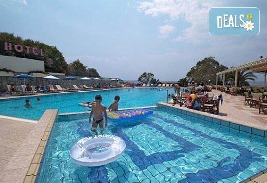 Гореща лятна почивка в Aristoteles Holiday Resort & Spa 4*, Халкидики - 3/4/5 нощувки със закуски и вечери, безплатно за дете до 11.99г. - Снимка 13