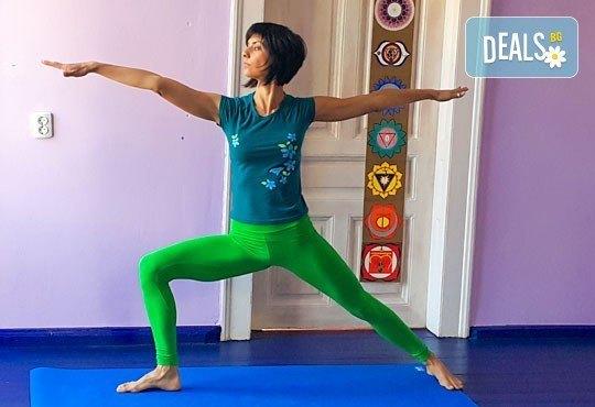 Сила, здраве и красота! 3 посещения на хатха йога практики за начинаещи и средно напреднали в М&В къщата! - Снимка 1