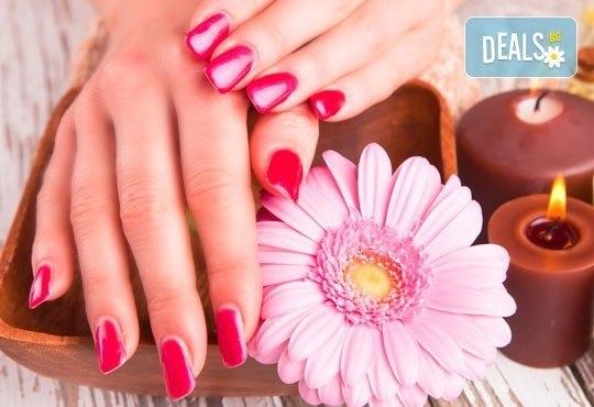 Бъдете съвършени! Релаксиращ масаж на лице с етерични масла и класически маникюр с SNB от Point nails! - Снимка 2