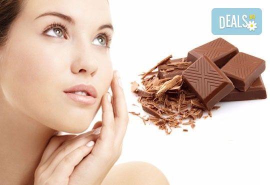Шоколадова терапия за лице с продукти на Glory, масаж и бонус: 30% отстъпка от маникюр и педикюр в салон за красота Вили! - Снимка 1