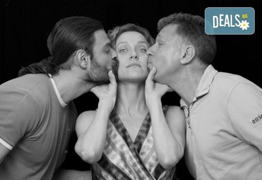 Очарователна комедия с Асен Блатечки и Койна Русева - Вик за любов на 16.05, от 19 ч, в театър Сълза и смях, 1 билет - Снимка 7