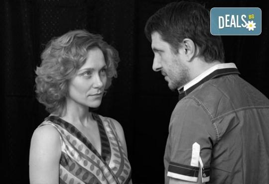 Очарователна комедия с Асен Блатечки и Койна Русева - Вик за любов на 16.05, от 19 ч, в театър Сълза и смях, 1 билет - Снимка 5