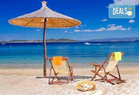 Незабравима лятна почивка в Akrathos Beach Hotel 4* в Уранополис, Гърция! 3/4/5 нощувки на база All Inclusive, безплатно за дете до 12г. - Снимка 1