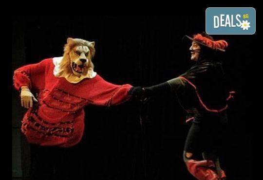На театър с децата! Гледайте Котаракът с чизми в Театър ''Възраждане'' на 24.04, неделя от 12:30ч! - Снимка 1