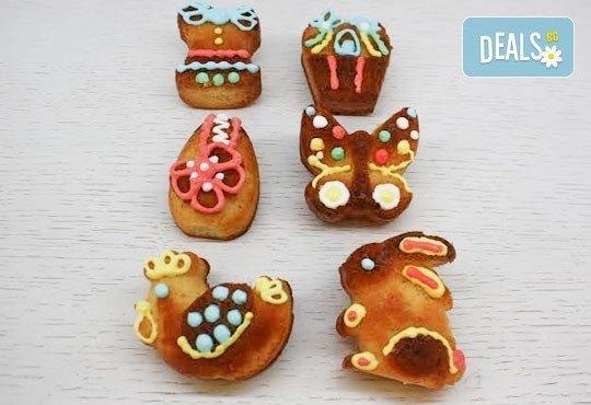 6 пухкави ванилови кексчета с декорации, поставени в красива кутийка, от сладкарница Сладост! - Снимка 1