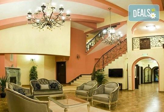 СПА Гергьовден във Велинград! 2 нощувки със закуски и вечери в луксозна стая с джакузи и празничен обяд в Спа хотел Хевън 4*! - Снимка 7
