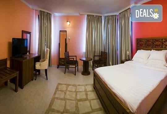 СПА Гергьовден във Велинград! 2 нощувки със закуски и вечери в луксозна стая с джакузи и празничен обяд в Спа хотел Хевън 4*! - Снимка 4