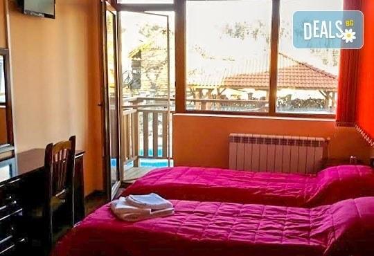 Почивка през май или юни в къща за гости Карпе Дием, с. Баня, Разлог: 1 нощувка със закуска или закуска и вечеря от Еврохолидейс! - Снимка 4