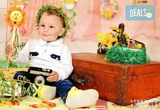 Професионална детска/семейна студийна фотосесия на пролетно-великденска тематика в студио Видеограф, Кюстендил! - Снимка 1