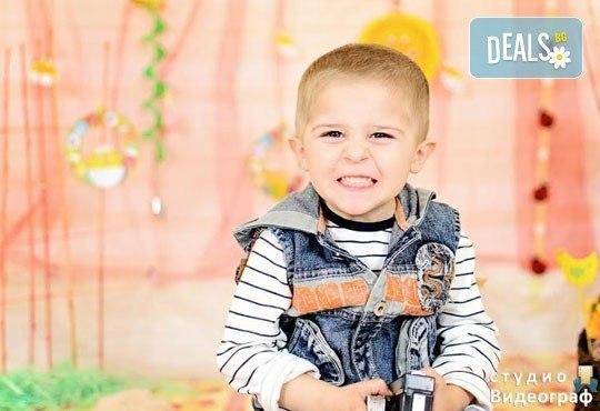 Професионална детска/семейна студийна фотосесия на пролетно-великденска тематика в студио Видеограф, Кюстендил! - Снимка 3