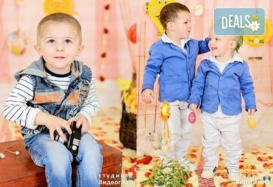 Професионална детска/семейна студийна фотосесия на пролетно-великденска тематика в студио Видеограф, Кюстендил! - Снимка 10