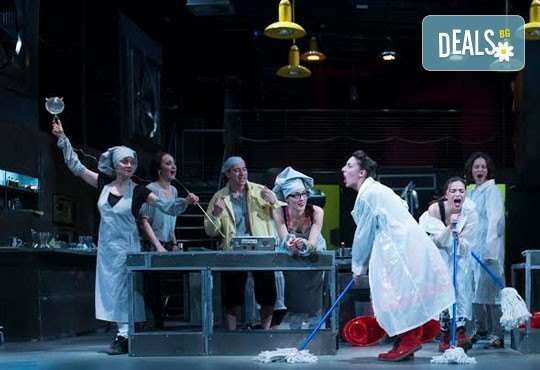 Култов спектакъл на сцената на Младежки театър! Гледайте Кухнята на 17.05. от 19.00ч, голяма сцена, 1 билет! - Снимка 8