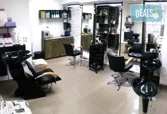 Майсторско подстригване от стилисти Боби Ярчев и Маги Андреева и терапия с L'Oreal в BM Hair Studio - Снимка 4