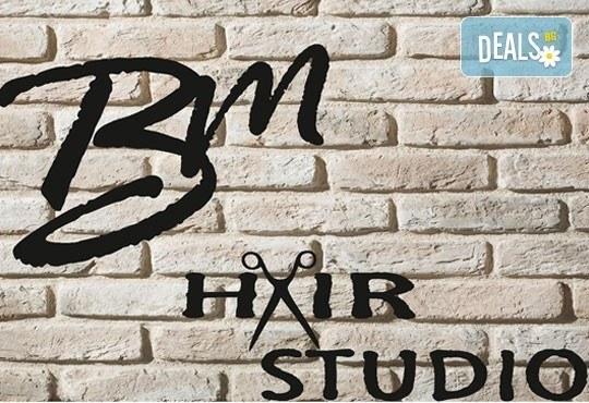 Майсторско подстригване от стилисти Боби Ярчев и Маги Андреева и терапия с L'Oreal в BM Hair Studio - Снимка 2
