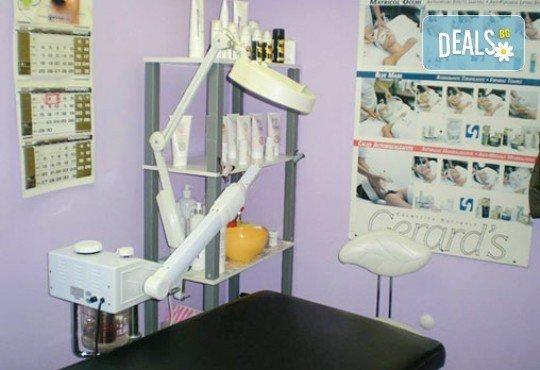 Бъдете забележителни с изящен маникюр! Ноктопластика с удължители и лакове O.P.I. и 2 декорации в салон Тотал Фешън! - Снимка 4