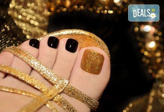 Идва сезонът на отворените обувки! Погрижете се за своите крака с Shellac педикюр в Икас Арт студио! - Снимка 1