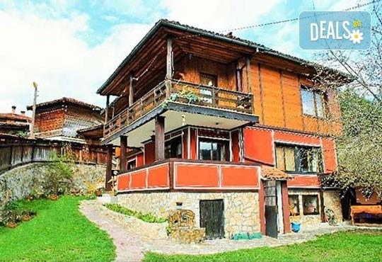 Почивка във възрожденската атмосфера на Копривщица от април до септември! 1 нощувка в помещение по избор в семеен хотел Планински рай 2*! - Снимка 1