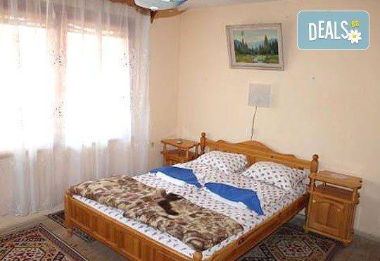 Почивка във възрожденската атмосфера на Копривщица от април до септември! 1 нощувка в помещение по избор в семеен хотел Планински рай 2*! - Снимка 2