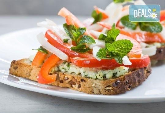 Хрупкави брускети с домати, маслини, пармезан и авокадо за Вашия празник от Кетъринг София! - Снимка 1