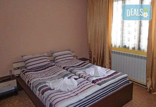 За Гергьовден елате в Добринище! 2 нощувки със закуски и ползване на сауна и парна баня в Старата Тонина къща 2*! - Снимка 3