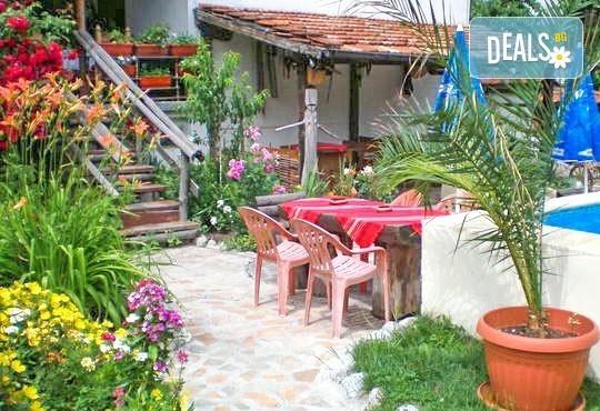 Великден в Добринище - 3 или 4 нощувки за двама със закуски и вечери, едната от които празнична, и ползване на сауна и парна баня в Старата Тонина къща 2*! - Снимка 8