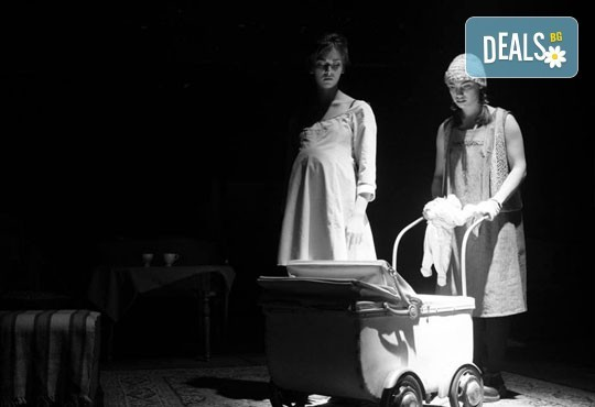 """Гледайте """"10 в Лондон, постановка на Малин Кръстев в Младежки театър, камерна сцена, на 11.05. от 19ч, един билет! - Снимка 4"""