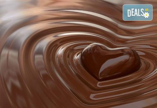 Ароматна терапия за влюбени! 60-минутен синхронен масаж за двама с шоколадово масло в Chocolate & Beauty - Снимка 3