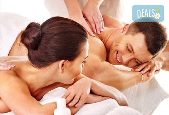 Релакс за двама! Двоен синхронен масаж 60 мин. с етерични масла от макадамия, ирис и жасмин в Chocolate & Beauty - Снимка 1