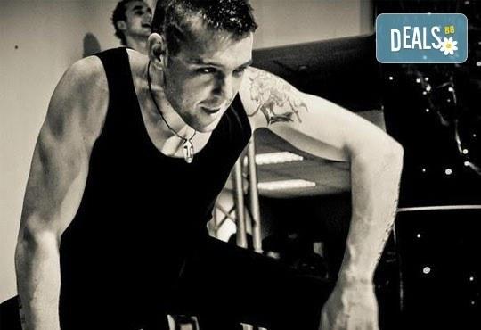 Заредете тялото си с енергия и се раздвижете с 6 тренировки по зумба в Dance Center Suerte, Варна! - Снимка 3
