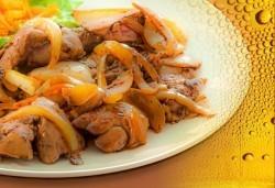 1 кг пилешки вкуснотийки - дробчета, сърца и воденички по селски и 2 бутилки бира Каменица от ресторант При Батко! - Снимка