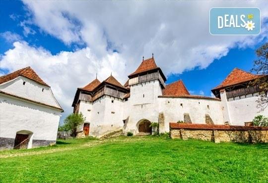Last minute! Майски празници в Румъния - земята на граф Дракула! 2 нощувки със закуски в Брашов, транспорт и програма! - Снимка 1