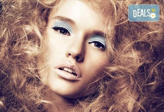 Добавете свежи нюанси в косата! Боядисване с професионална боя, маска и оформяне на косата със сешоар от СПА студио Кадифе! - Снимка 8