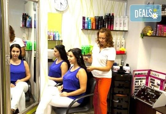 Добавете свежи нюанси в косата! Боядисване с професионална боя, маска и оформяне на косата със сешоар от СПА студио Кадифе! - Снимка 4
