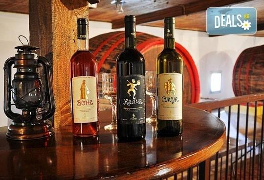 Екскурзия с дегустация на вина до Ниш, винарна Малча и Нишка баня в Сърбия! Еднодневан разходка с транспорт и екскурзовод от Глобус Тур! - Снимка 3