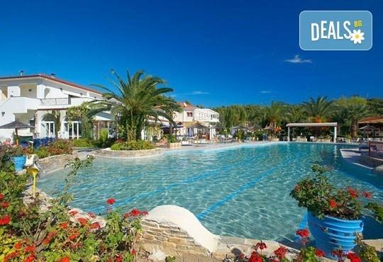 Ранни записвания за почивка в Chrousso Village Hotel 4*, Касандра, Гърция! 5 нощувки на база All Inclusive, ползване на басейн с чадъри и шезлонги! - Снимка 2