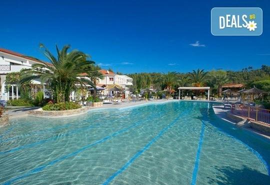 Ранни записвания за почивка в Chrousso Village Hotel 4*, Касандра, Гърция! 5 нощувки на база All Inclusive, ползване на басейн с чадъри и шезлонги! - Снимка 9