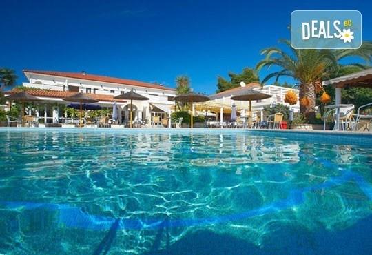 Ранни записвания за почивка в Chrousso Village Hotel 4*, Касандра, Гърция! 5 нощувки на база All Inclusive, ползване на басейн с чадъри и шезлонги! - Снимка 1