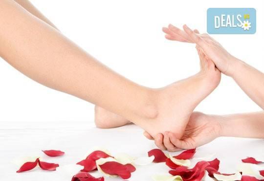 Поглезете се с розова терапия с пилинг, масаж на цяло тяло, деколте и стъпала в салон Престиж, Яворец! - Снимка 2