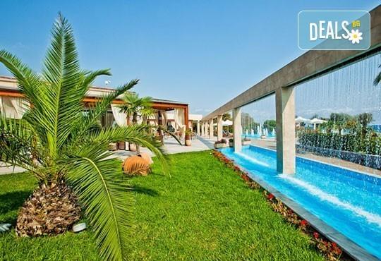 Почивайте през юни и септември в Poseidon Palace 4*, Олимпийска Ривиера, Гърция! 3 или 5 нощувки на база All Inclusive, ползване на басейн с чадъри и шезлонги! - Снимка 2