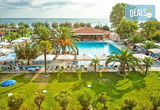 Почивайте през юни и септември в Poseidon Palace 4*, Олимпийска Ривиера, Гърция! 3 или 5 нощувки на база All Inclusive, ползване на басейн с чадъри и шезлонги! - Снимка 1