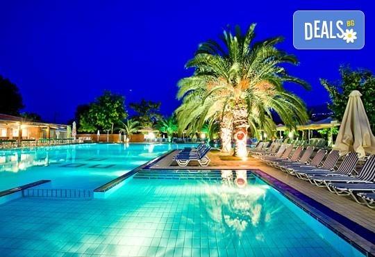 Почивайте през юли и август в Poseidon Palace 4*, Олимпийска Ривиера, Гърция! 5 или 7 нощувки на база All Inclusive, ползване на басейн с чадъри и шезлонги! - Снимка 4