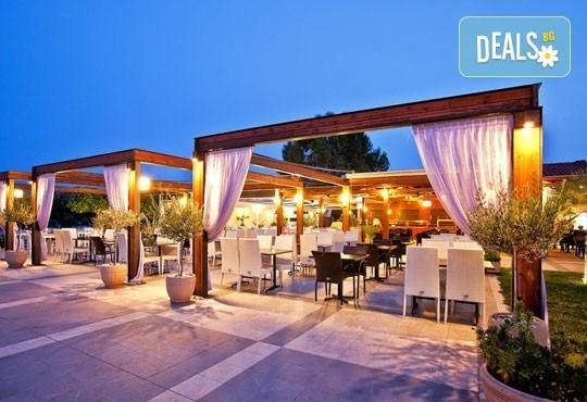 Почивайте през юли и август в Poseidon Palace 4*, Олимпийска Ривиера, Гърция! 5 или 7 нощувки на база All Inclusive, ползване на басейн с чадъри и шезлонги! - Снимка 17
